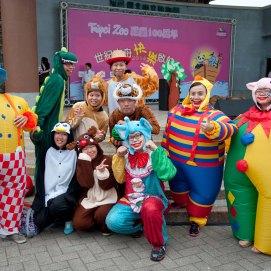 台北動物園百周年慶遊行小丑特技表演 (2)